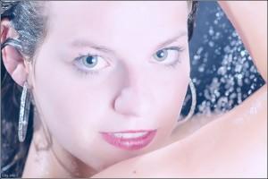 Luisa in der Dusche